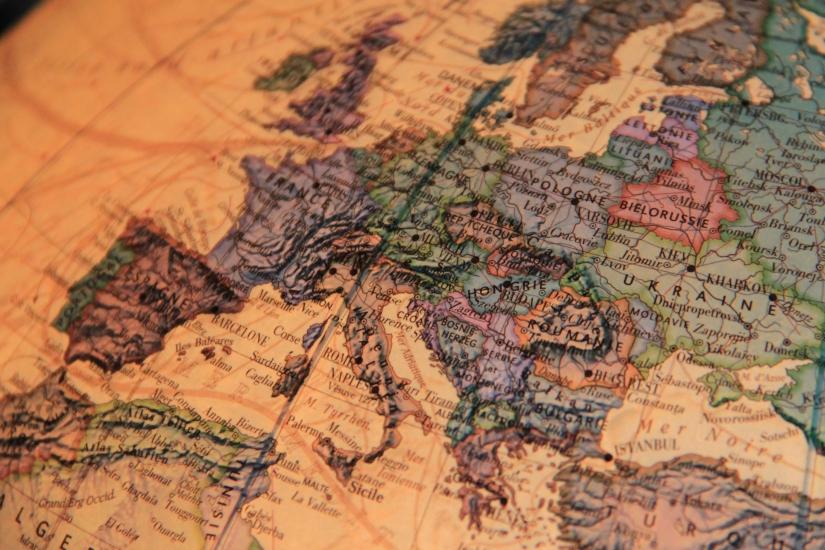 L'interdiction du port de signes religieux dans les entreprises : le «oui, mais» de la Cour de Justice de l'Unioneuropéenne